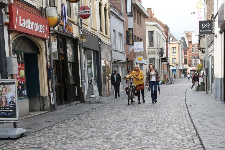 Overdag fiets je in de Basiliekstraat beter niet meer.