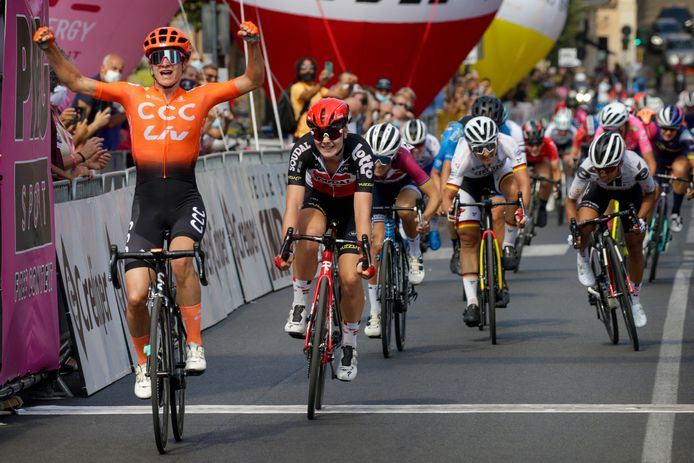 Marianne Vos wint haar tweede rit.