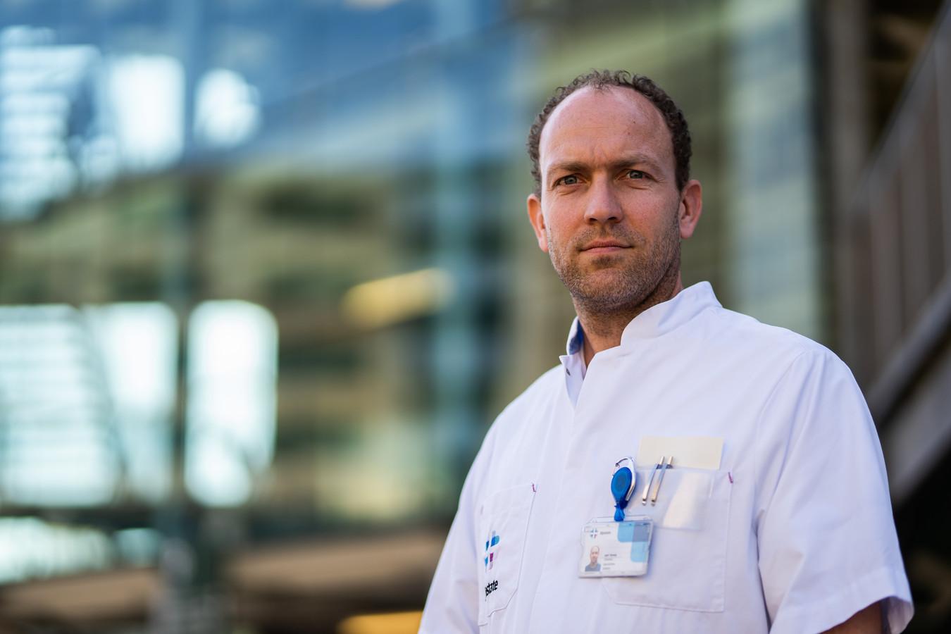 """Aart Strang. ,,Als patiënten zien waar ze hebben gelegen, worden ze vaak emotioneel. Ja, begrijpelijk."""""""