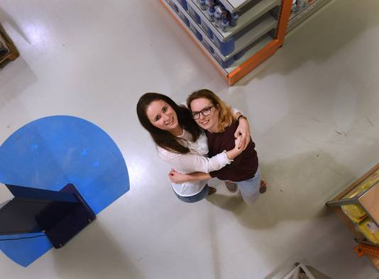 Anna van Overdam (links) en Tiffany Vos.