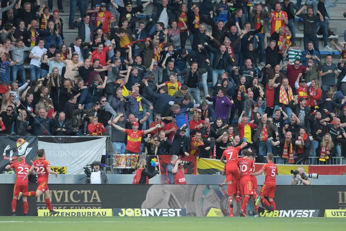 GA Eagles viert feest na de 0-1 van Jeroen Veldmate.