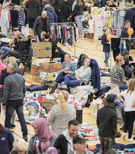 Enorme drukte op vrijmarkt in Vroomshoopse Het Punt