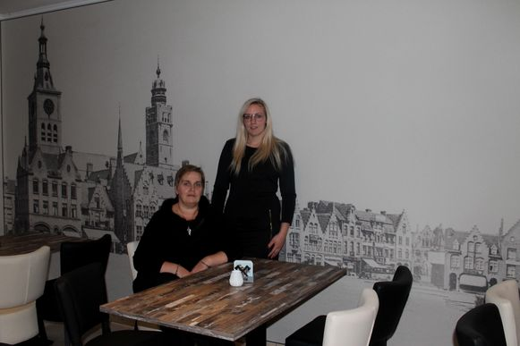 Marianne en Lisa in 't Gouden Mandeken dat dit weekend de deuren opent op de Grote Markt.