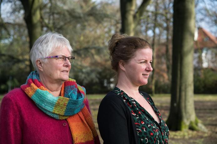 Titia Liese (l) en Désirée de Bruin houden een lezing over verlaat verdriet en spreken uit eigen ervaring.