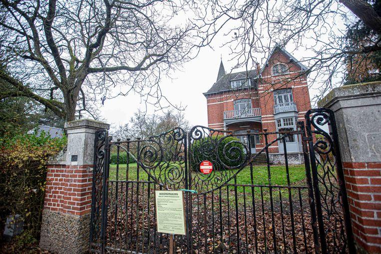 Historische cottagewoning 'Huis Langhendries' langs de Frans Devoghellaan.