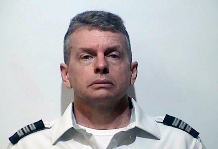 Piloot Christian Richard Martin werd zaterdag aangehouden voor driedubbele moord vlak voor hij zou opstijgen.