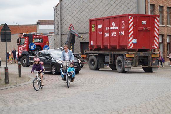 Het zwaar verkeer in Tielt betekent nog altijd een gevaar voor fietsers. Kan een ring hier iets aan doen?