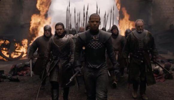 Jon Snow en zijn kompanen dringen de stad binnen.