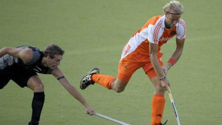 Floris Evers in duel met Blair Hilton. ANP Beeld
