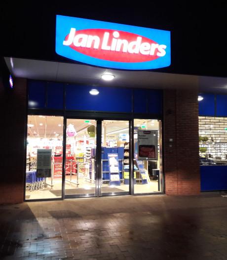 Geld uit kassa gegrist bij Jan Linders Supermarkt in Groesbeek
