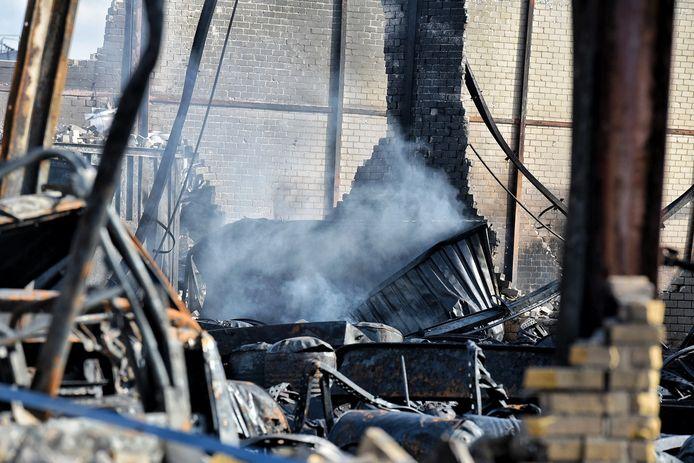 Diverse brandjes laaiden op na de brand Kraaiven Tilburg