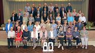 80-jarigen verzamelen voor feestelijke dag