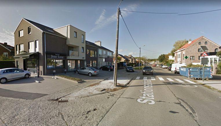 Het ongeval gebeurde in de omgeving van het kruispunt van de Stationsstraat en de H. Dom. Saviolaan.