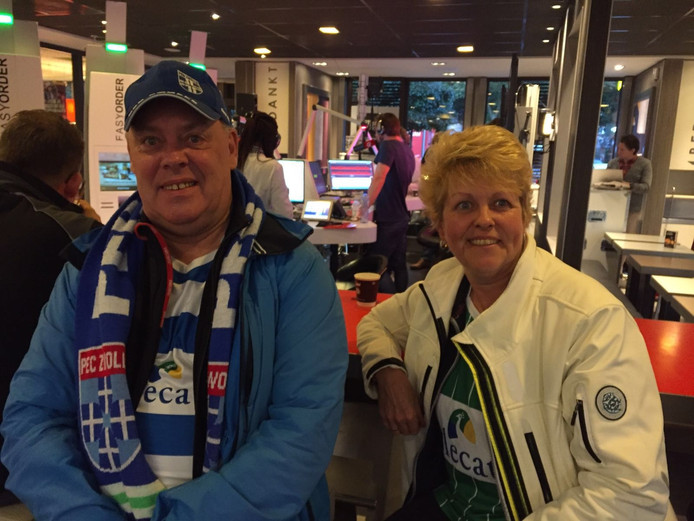 PEC Zwolle en Wietze de Jager-fans Jaap en Gesina.. Foto: Annerieke van der Krift