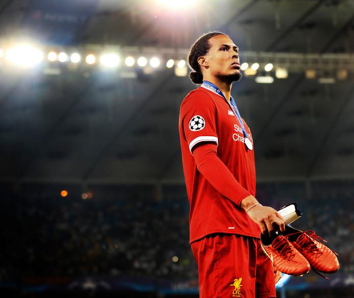 Virgil van Dijk baalt na het mislopen van het winnen van de Champions League