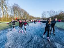 Vrijwilligers houden Doornse ijsbaan sneeuwvrij