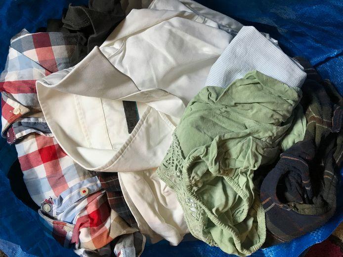 Overtollig textiel mag voorlopig nog niet in de container.