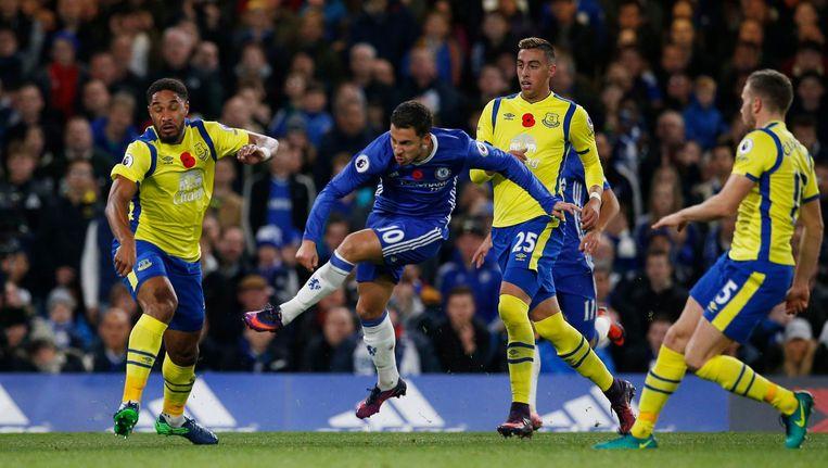 Ashley Williams, Funes Mori en Tom Cleverley kunnen alleen toekijken hoe een grandioze Hazard uithaalt.