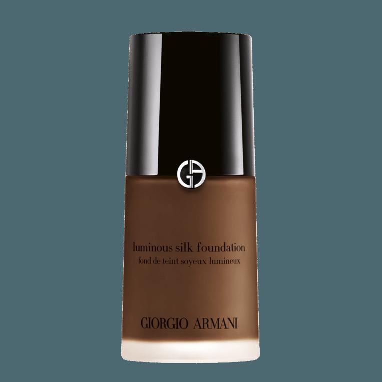 Giorgio Armani Luminous Silk Foundation, in 30 tinten, € 52. Beeld null