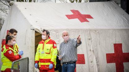 """Toestroom patiënten bij huisartsenwachtpost Vehamed zo groot dat Rode Kruis tent moet bijplaatsen: """"Ook dubbel aantal artsen dan normaal aan de slag"""""""