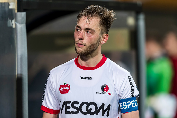 Teleurstelling na afloop bij Helmond sport speler Stephen Warmolts.