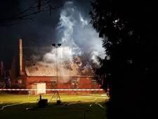 Vlammenzee bij schuurbrand in Spork