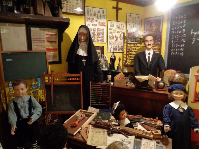 In het Bardelaeremuseum in Lembeke zijn meer dan 20.000 stukken van 105 oude beroepen te fotograferen.