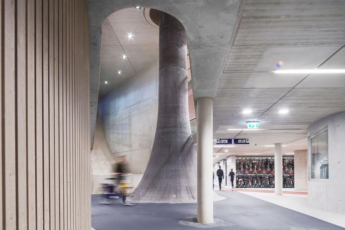 Beeld van de stationsstalling in Utrecht dat de cover siert van het Jaarboek Architectuur.