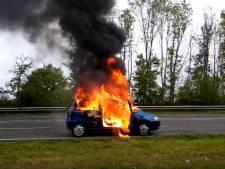 Jelle (26) groeit uit tot filmheld na autobrand bij Zutphen: 'Hopelijk heb ik nu mijn straf gehad'