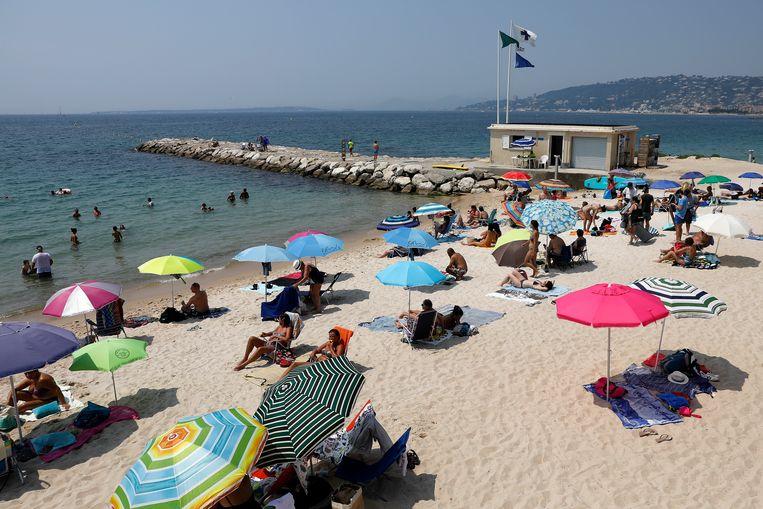 Een strand in de Franse zuidoostelijkde kustplaats Antibes.