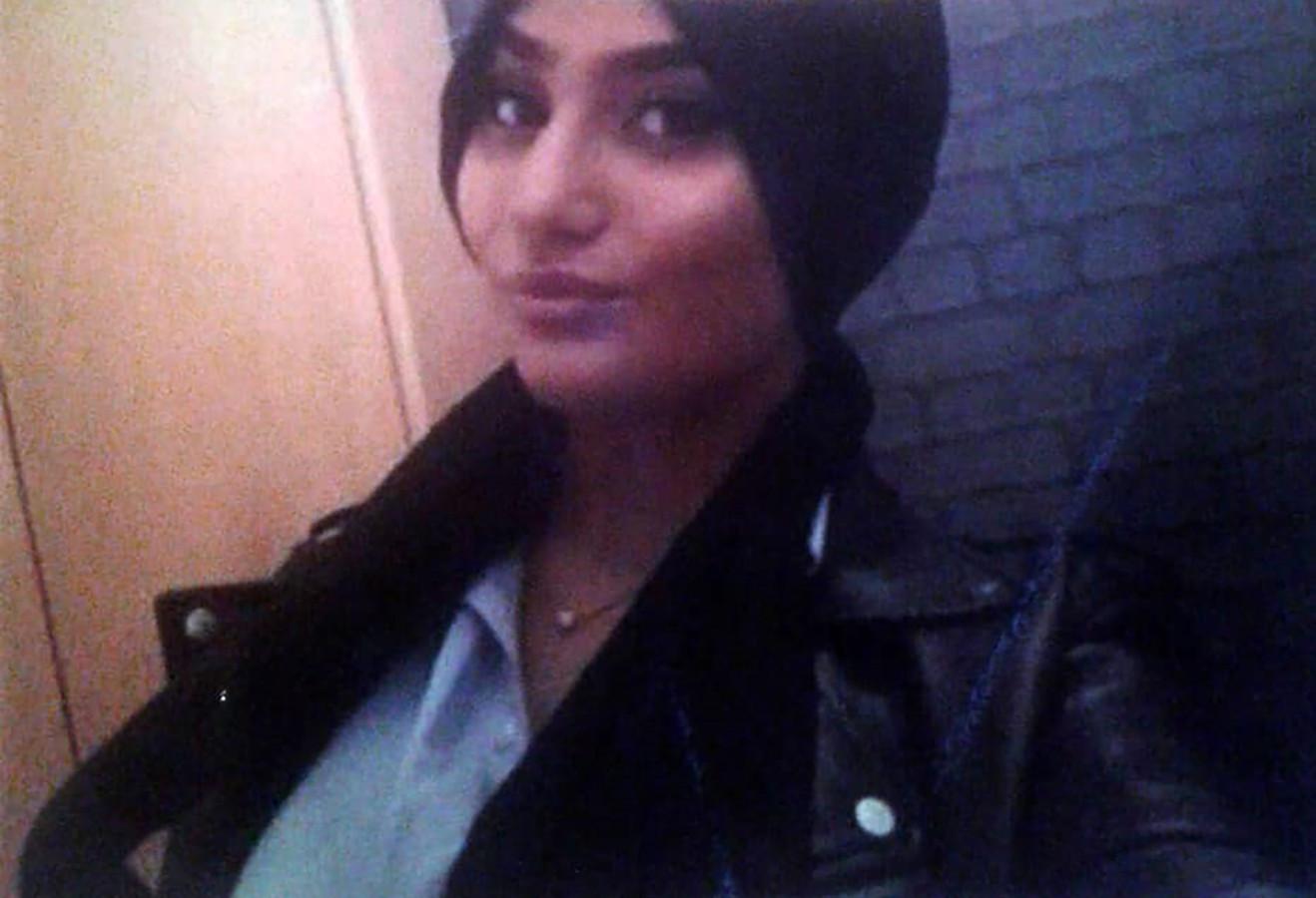 Humeyra werd 18 december doodgeschoten in de fietsenstalling van haar school in Rotterdam-West. De politie pakte kort daarna hoofdverdachte Bekir E. (31) in de buurt van de school op.