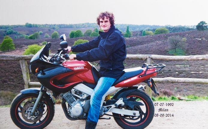 Milan op de Posbank met zijn motor, een gedeelde liefde van vader en zoon.