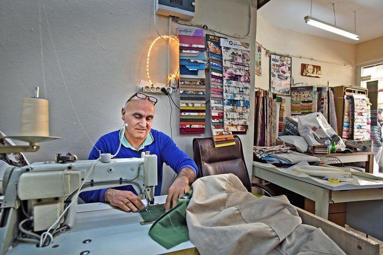 Sebahattin Galpan in zijn naaiatelier. Beeld Guus Dubbelman / de Volkskrant