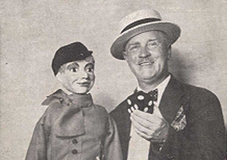 De bevlogen Van Abkoude stierf in 1960 in Amerika, nadat hij daar als rondreizende poppenkastspeler, onafhankelijke schrijver en entertainer nog enige bekendheid verwierf. Beeld rv