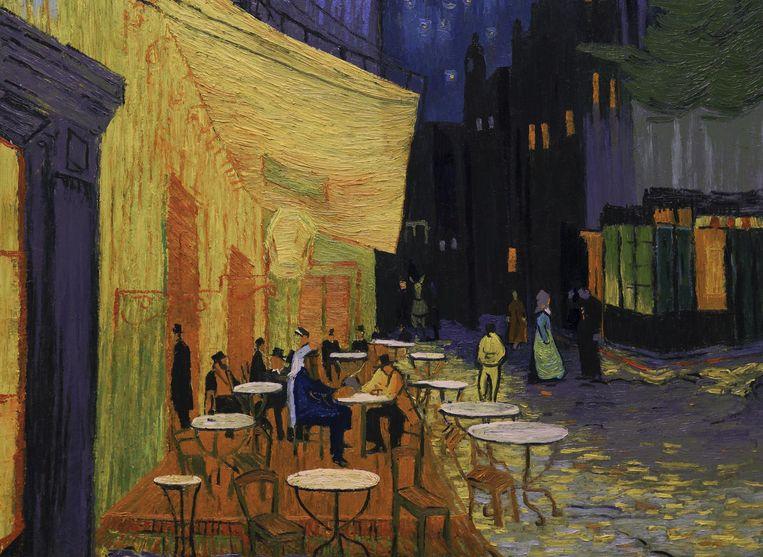 Vanuit De sterrennacht daal je zo af naar Het gele huis om, langs een vechtpartij, zo Het nachtcafé binnen te zweven. Beeld