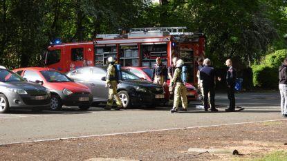 Bezorgde voorbijganger waarschuwt brandweer voor lekkende vloeistof uit wagen