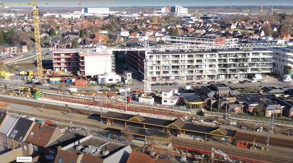 Een luchtbeeld van de stationsbuurt in Aalter, waar het momenteel één grote werf is.