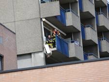 Deel balkon breekt af en stort naar beneden
