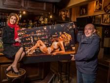Mechteld haalt in lingerie geld op voor haar favoriete Twentse kroeg: 'Dit is superstoer!'