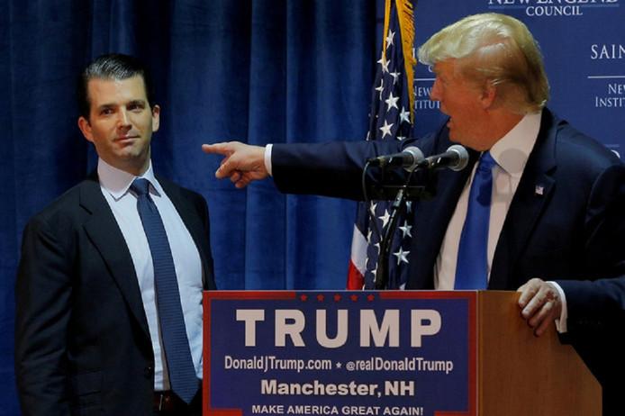 Donald Trump senior en zijn zoon Donald junior tijdens de verkiezingscampagne voordat senior gekozen werd tot president van de Verenigde Staten.