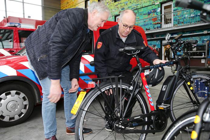 Op verzoek van de Houtense brandweer zijn twaalf elektrische fietsen aangeschaft.
