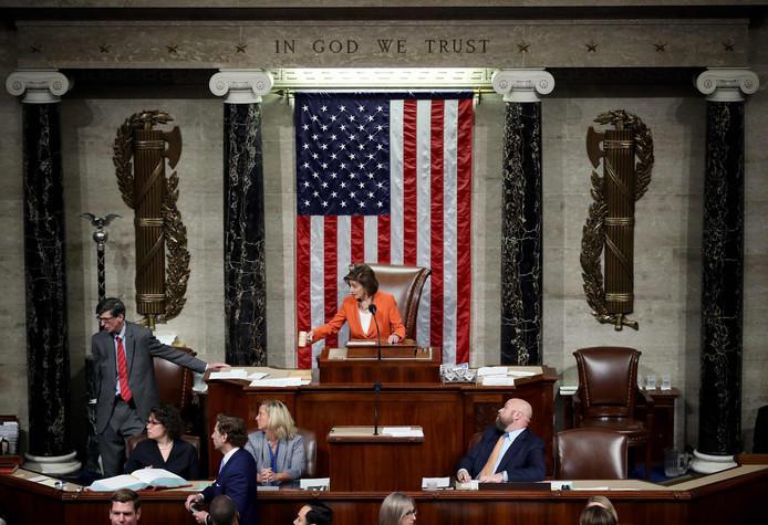 Voorzitter Nancy Pelosi tijdens de stemming van vandaag.