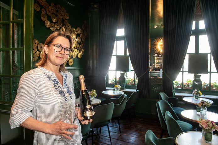 Alexandra Komnata opende de wijnbar Markt 30 nog maar een maand geleden.