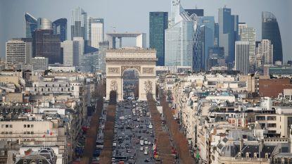 """Man die agenten bedreigde met steekwapen """"geneutraliseerd"""" bij Parijs"""