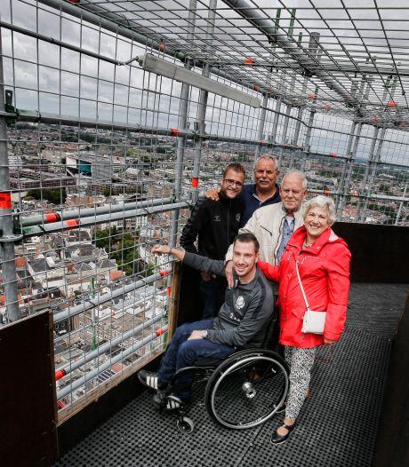 Een droom die uitkomt: ondanks zijn rolstoel staat Thom (24) tóch bovenop de Dom
