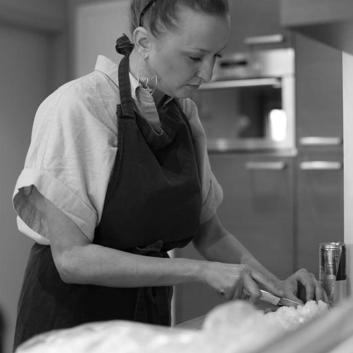 Eline Verdonck stond als vaste werkneemster in de keuken van café Robot.