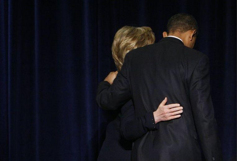 Barack Obama en Hillary Clinton verdwijnen in de coulissen, nadat de komende president zijn 'veiligheidsteam' bekend heeft gemaakt. Foto AP/Charles Dharapak Beeld