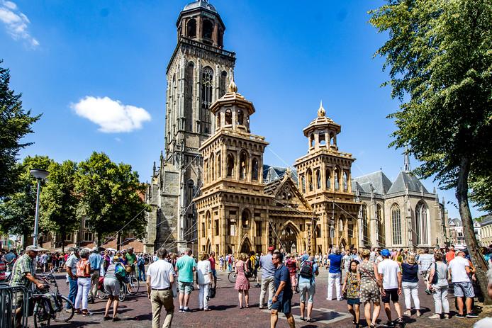 De kerk van Olivier Grossetete in optima forma net voordat het kunstwerk afgebroken werd.