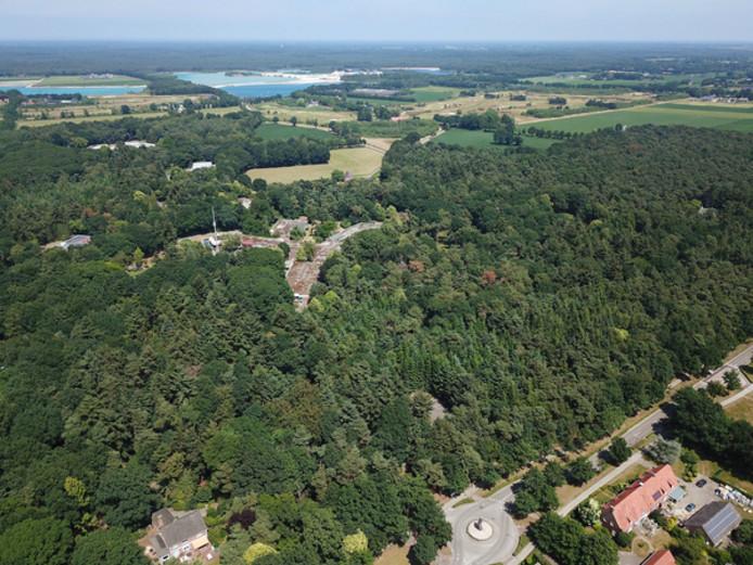 Het Zorgboog-terrein in Bakel, met op de voorgrond de rotonde aan de Roessel die naar de ingang van Sint Jozefsheil leidt.