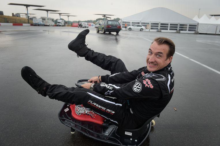 De uitdaging die gisteren op de agenda stond: racen op het circuit van Zolder met autopiloot Anthony Kumpen. Natuurlijk was Andy weer z'n vrolijke zelf.